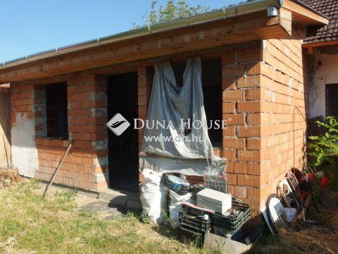 Eladó Ház, Bács-Kiskun megye, Kiskunfélegyháza - Legbelső házrész új tetővel, saját portarésszel