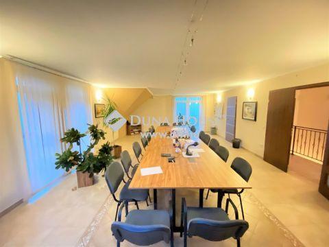 Eladó Ház, Pest megye, Albertirsa - Saroktelken, vállalkozásra és lakhatásra