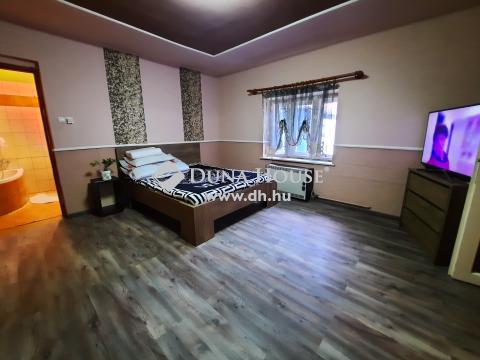 Eladó Ház, Bács-Kiskun megye, Kiskunfélegyháza - Városközpontban kétgenerációs családi ház