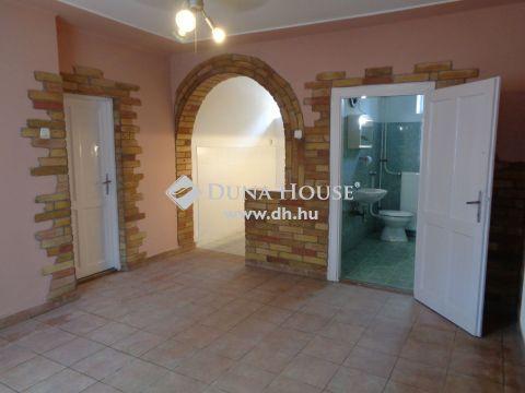Eladó Ház, Bács-Kiskun megye, Izsák - Központi elhelyezkedés
